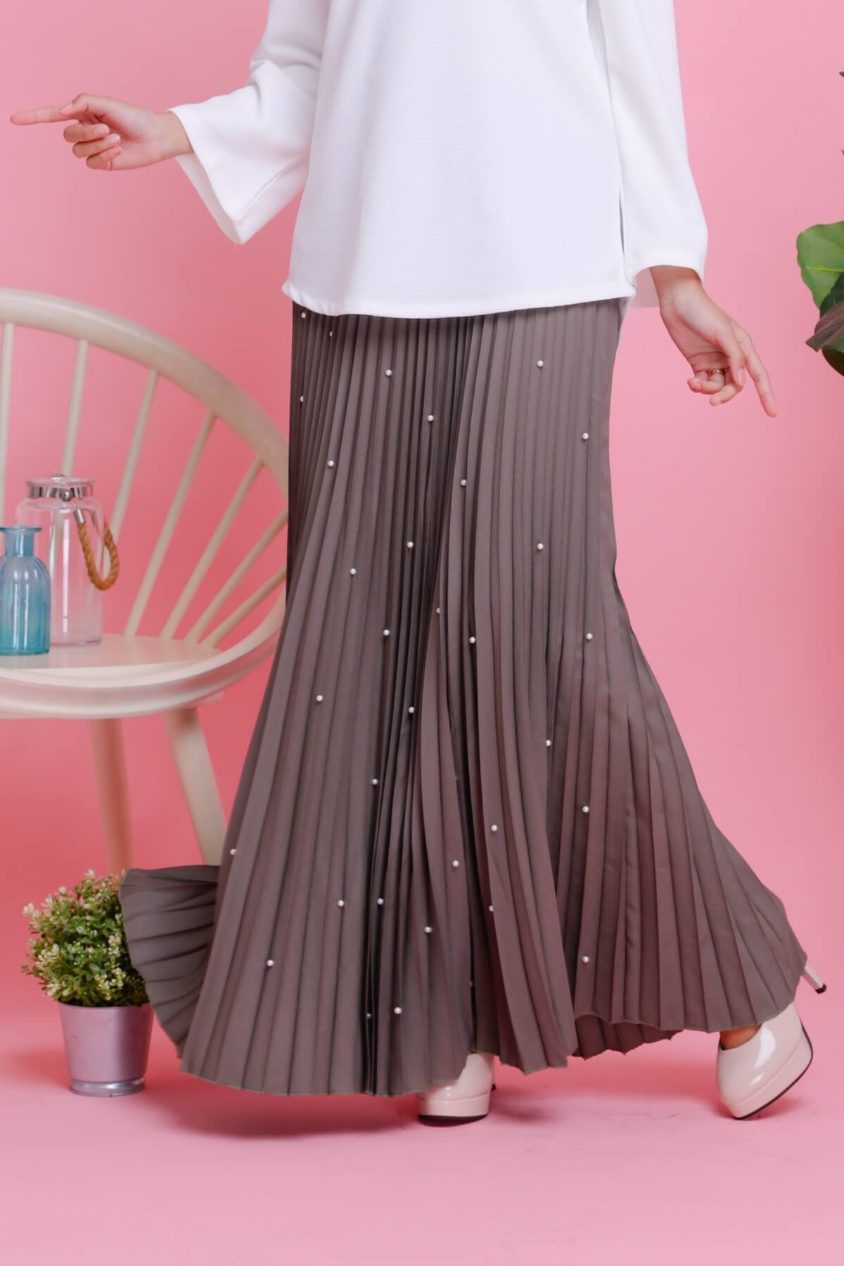 Pearl Crepe Pleated Skirt Ash Green