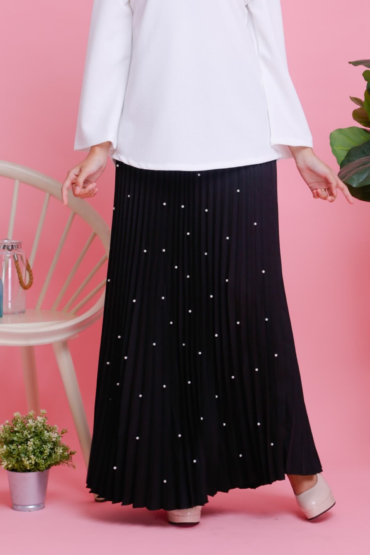 Pearl Crepe Pleated Skirt Black