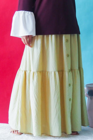 THREE LAYER BUTTON SKIRT IN YELLOW