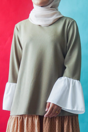 FLOWY SLEEVE TOP IN OLIVE GREEN