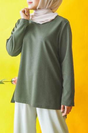 SIMPLE IRONLESS TOP IN OLIVE