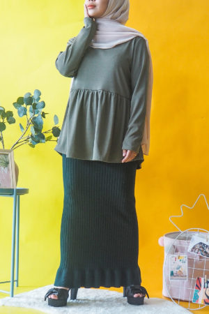 RUFFLE BOTTOM TOP IN OLIVE