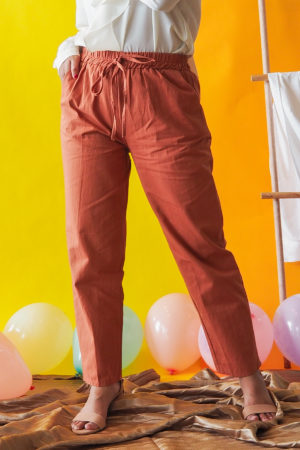 TAPERED COTTON PANT IN ORANGE