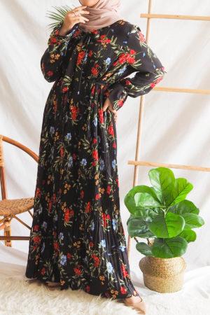 FLOWER PLEATED DRESS IN BLACK