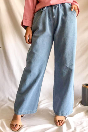 LOOSE DENIM JEANS IN LIGHT BLUE