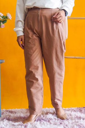 ZIPPED COTTON PANT WITH BELT IN BROWN